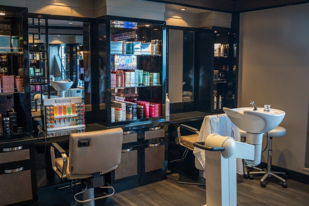 small beauty parlour interior designs